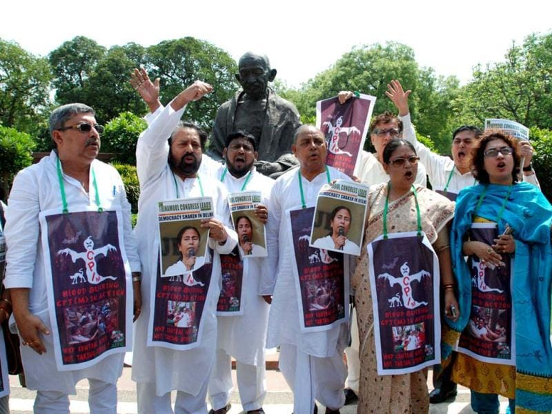 TMC MPs protest in front of Parliament House demanding immediate arrest of culprits who attacked on West Bengal chief minister Mamata Banerjee. UNI