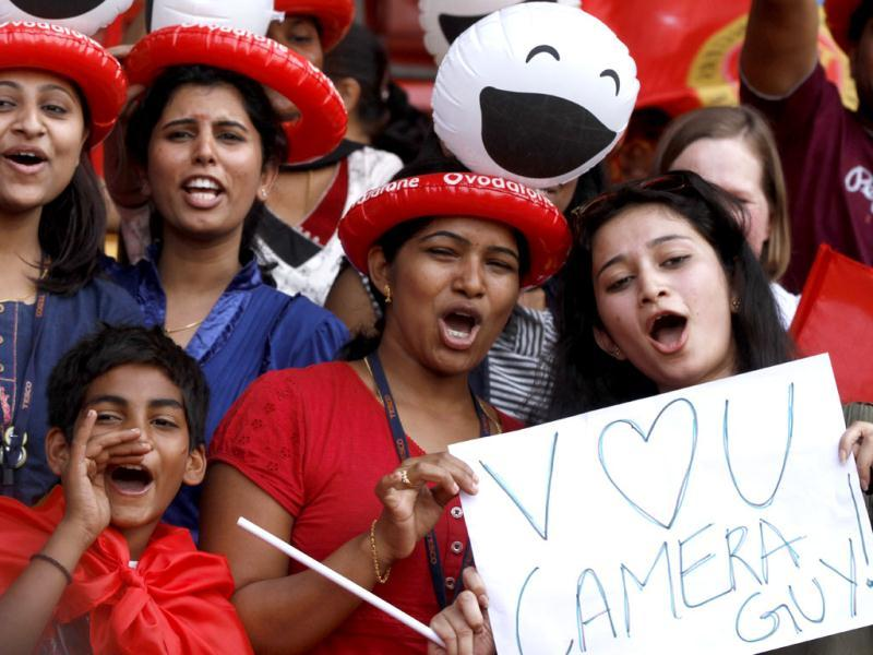 Fans of Royal Challengers Bangalore enjoy the T20 cricket match at Chinnaswamy Stadium in Bangalore. (Sanjeev Verma/HT)