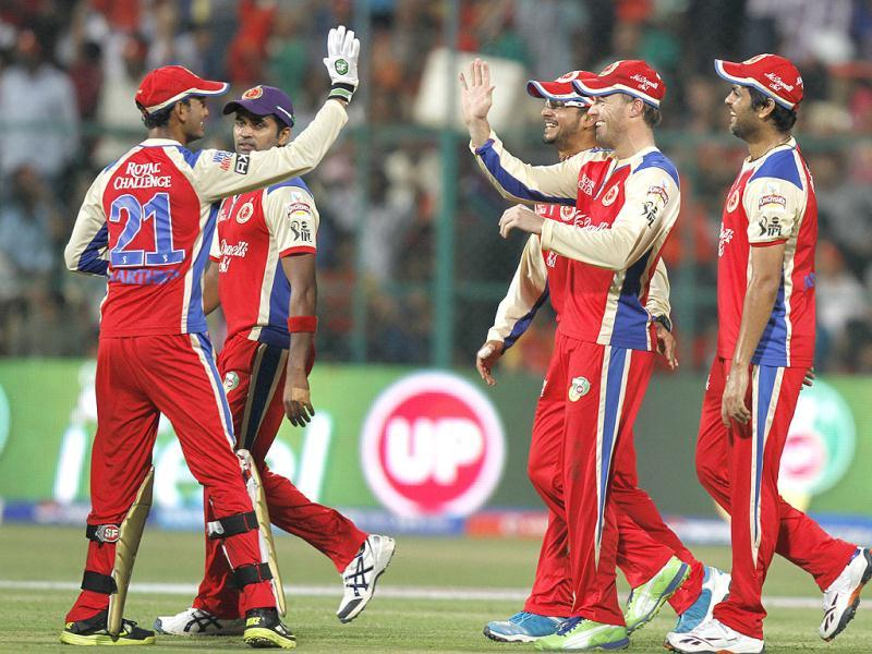 Royal Challengers Bangalore team celebrate after the dismasal of Pune's Yuvraj Singh during the T20 match in Bangalore. (Sanjeev Verma/HT)
