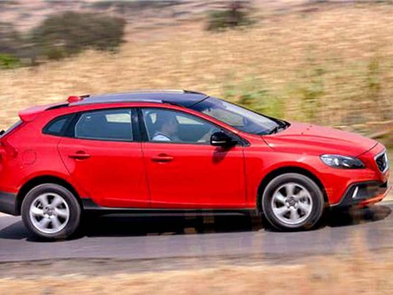 volvo v40 cross country review test drive and video autos photos hindustan times. Black Bedroom Furniture Sets. Home Design Ideas