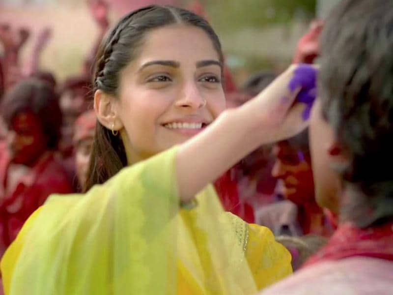 The first trailer of Raanjhnaa looks like a colour riot.