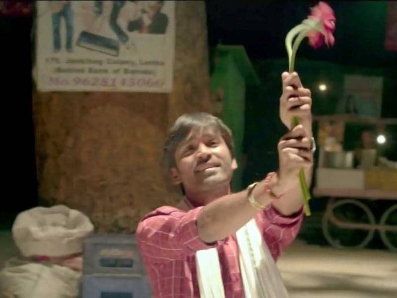 Actor Dhanush plays a Hindi speaking Brahmin boy named Kundan, in love with Sonam's character.