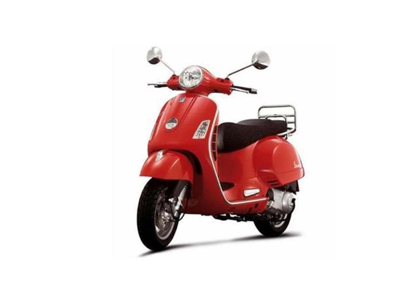 Five lucky Vespa LX125 customers to visit Italy.