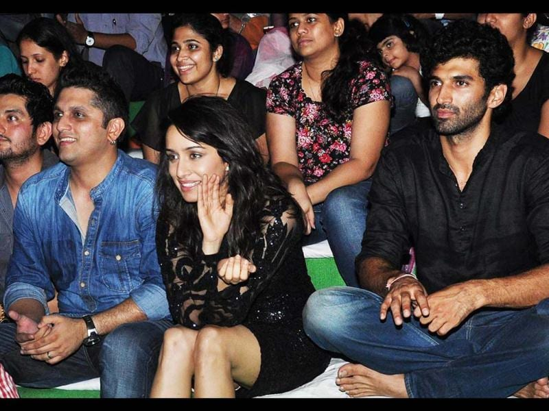 Mohit Suri, Shraddha Kapoor and Aditya Roy Kapoor during a promotional event for the film Aashiqui 2 in Mumbai on April 24, 2013. (AFP Photo)