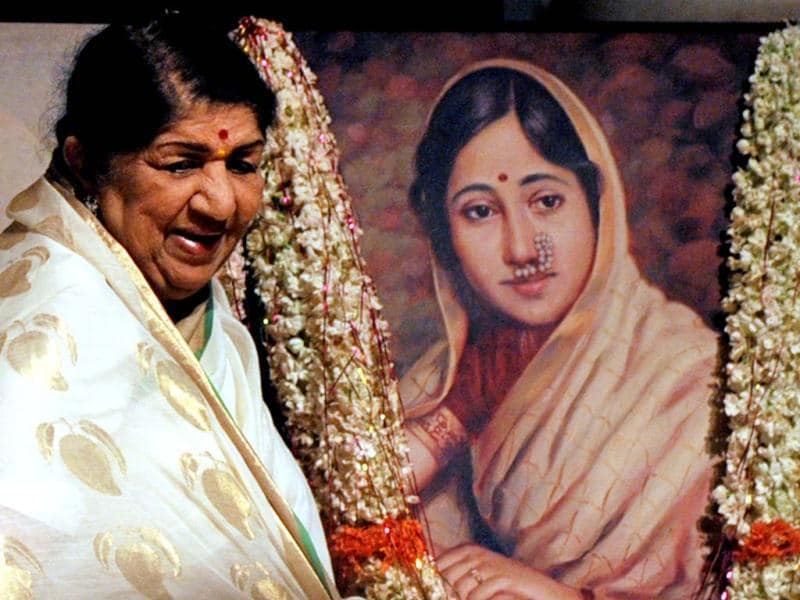 Legendary singer Lata Mangeshkar attends Master Dinanath Mangeshkar Award Ceremony in Mumbai. Take a look at the event. (AFP Photo)