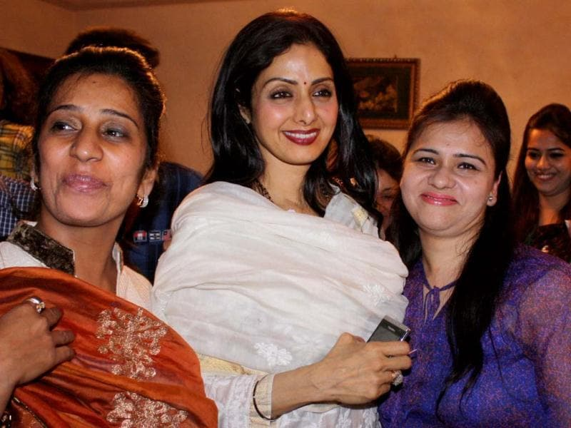 Sridevi Kapoor (C) talks with fans as she arrives in Amritsar late on April 24, 2013. Sridevi visited the city to pay her respects at the Sikh Shrine The Golden Temple. (AFP Photo)