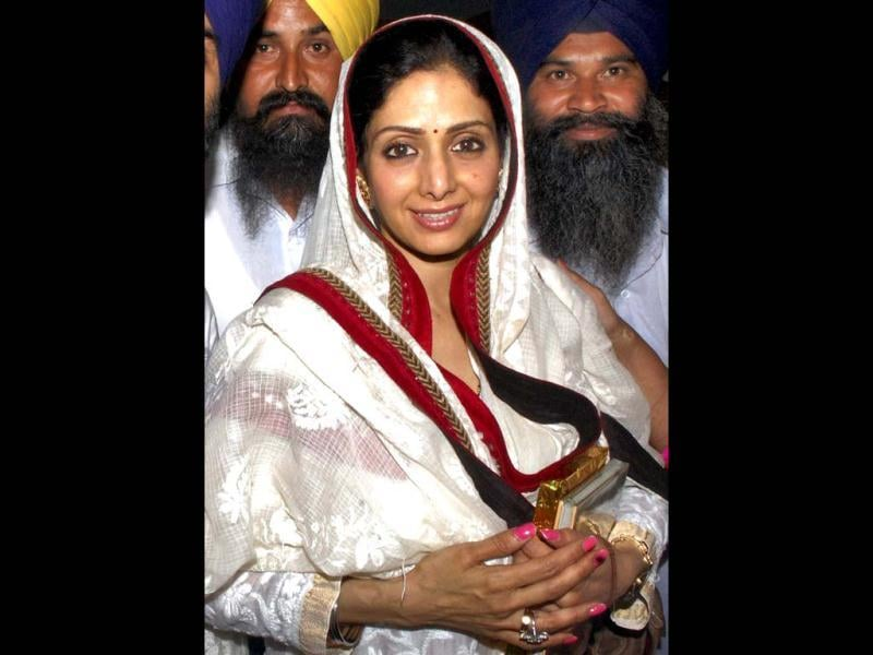 Bolllywood actress Sridevi pays obesiance at Golden Temple at Amritsar. (PTI Photo)