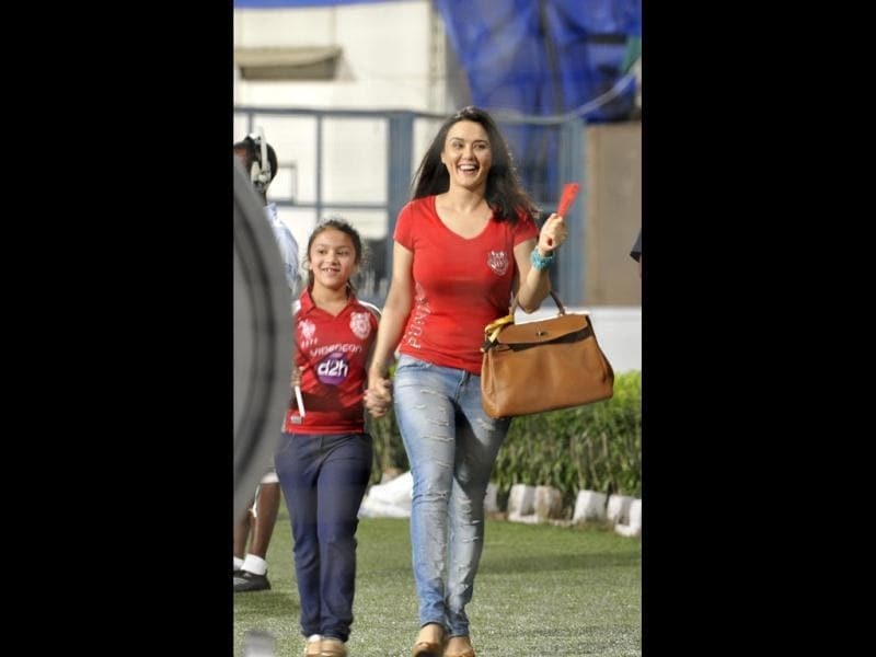 Preity Zinta along with a child enjoying the IPL match between KKR and Kings XI Punjab on Friday. (Photo by Subhendu Ghosh / Hindustan Times)