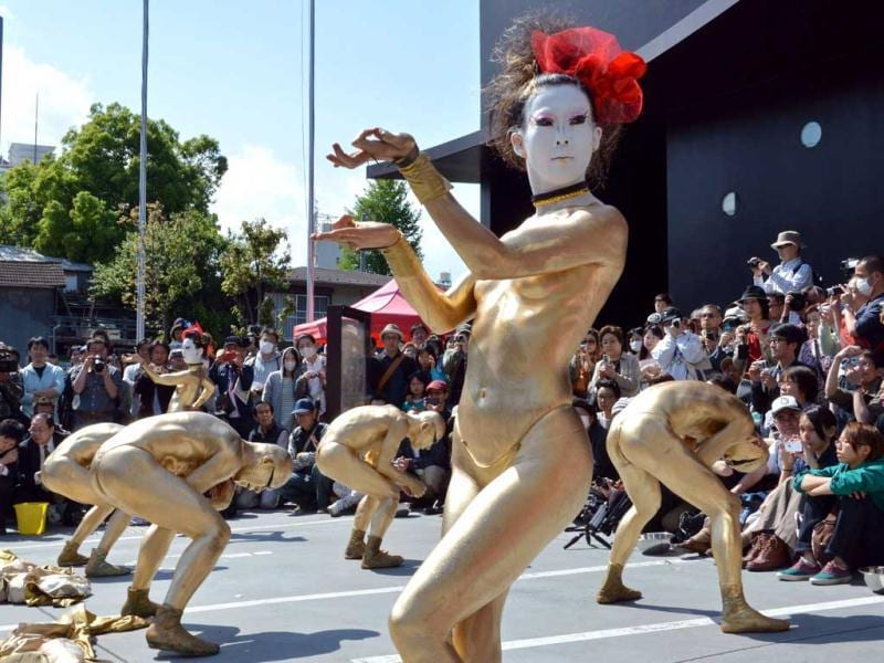 Members of the Japanese avant-garde dancing group Dairakudakan perform in Tokyo at the annual street performance festival. (AFP Photo)