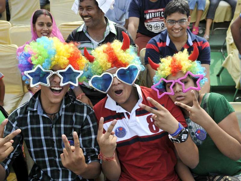 Crowds enjoys during the match between Rajasthan and Hyderabad Sun Risers during T20 match at the Sawai Mansingh Stadium, Jaipur. HT Photo