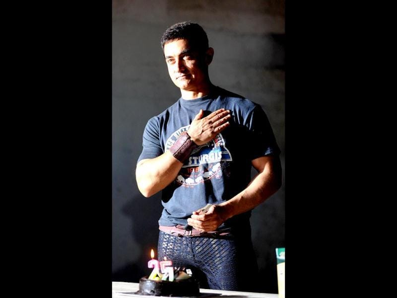Aamir Khan interacts with the media on completing 25 years in Indian cinema in Mumbai on April 29, 2013. AFP Photo