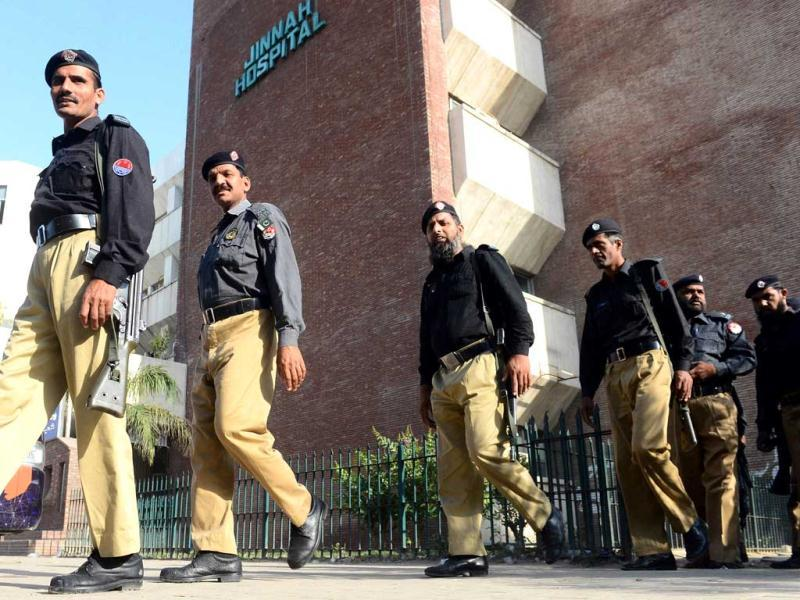 Pakistani police arrive to cordon off a hospital in Lahore following the death of Indian death row prisoner Sarabjit Singh. (AFP)