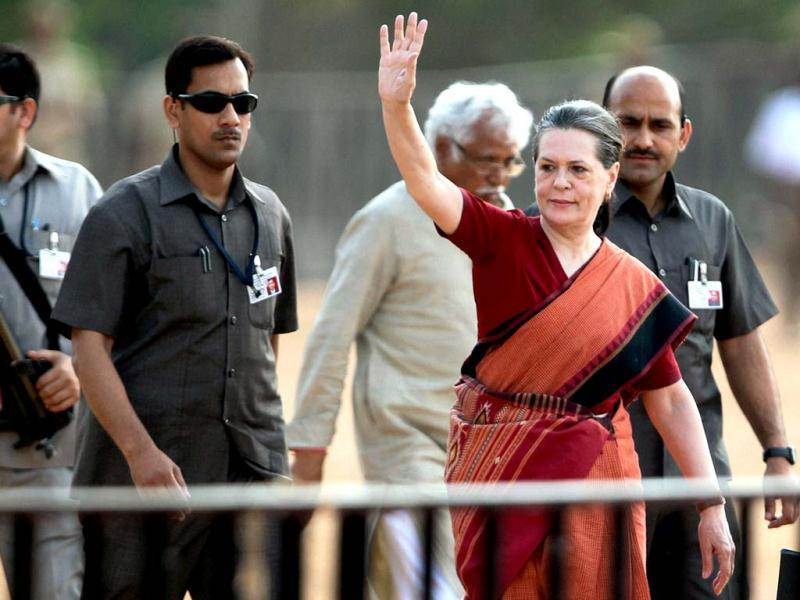 Congress president Sonia Gandhi waves as she arrives at a campaign rally for the upcoming Karnataka assembly election in Bengaluru. Shailendra Bhojak/PTI