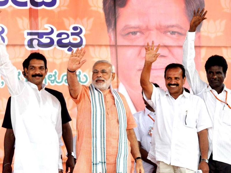 Gujarat chief minister Narendra Modi waves to supporters at a public meeting at Nehru Maidan in Mangalore. UNI