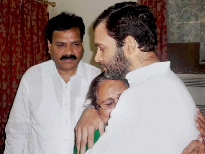 Congress vice president Rahul Gandhi offers his condolences to Dalbir Kaur, sister of Sarabjit Singh who died in a Pakistan hospital after an attack in prison last week, in New Delhi. PTI