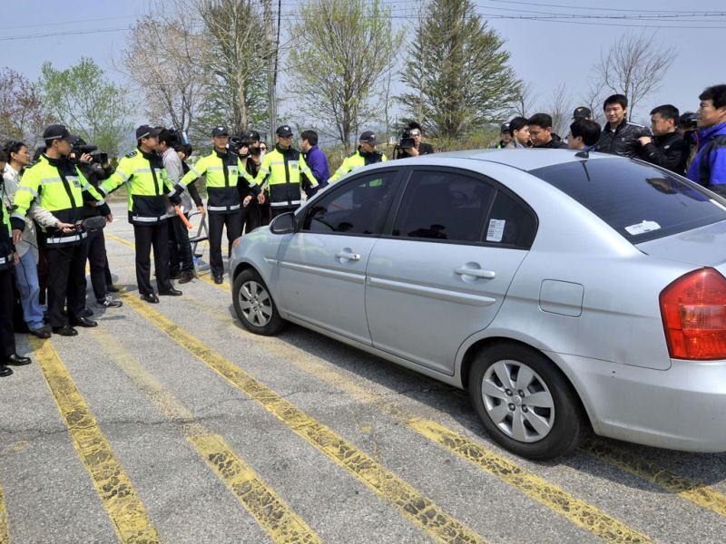 South Korean policemen surround a car carrying protestors, to block a planned launch of anti-North Korean leaflets at the entrance of Imjingak peace park in Paju near the Demilitarized Zone (DMZ) dividing the two Koreas. AFP