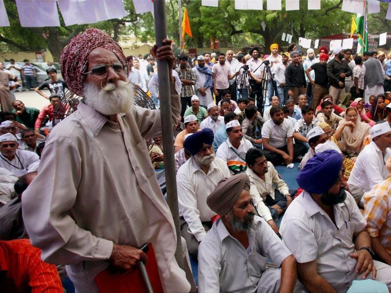 A Sikh man protests against the acquittal of Sajjan Kumar in a 1984 anti-Sikh riots case at Jantar Mantar in New Delhi on Sunday. Shahbaz Khan/PTI
