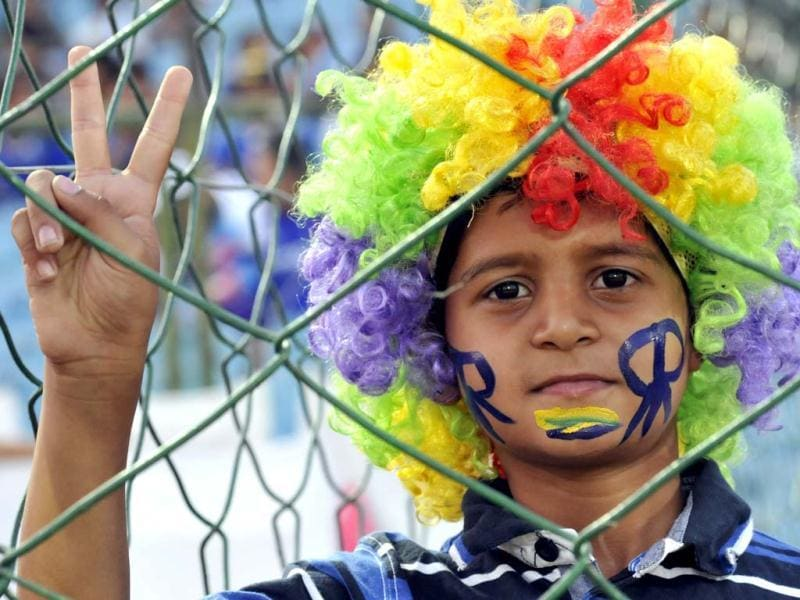 A cricket fan gestures during the T20 match between Pune Warriors India and Rajasthan Royals at Swai Mansingh Stadium in Jaipur. (Mohd Zakir/HT)