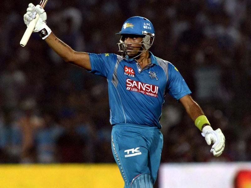 Pune Warriors India batsman Robin Uthappa celebrates his half ton against Rajasthan Royals during the T20 league match at Swai Mansingh Stadium in Jaipur. (Mohd Zakir/HT)
