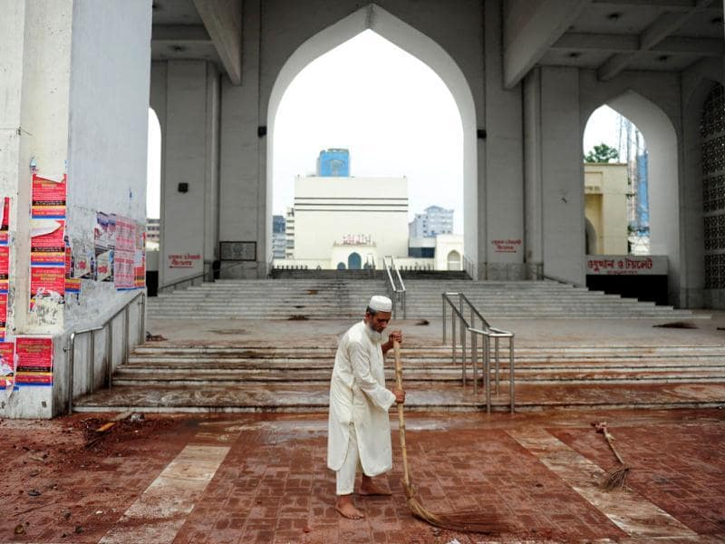 A Bangladeshi man cleans the premises of the national mosque Baitul Mukarram following a clash between police and Islamists, in Dhaka. (AFP Photo)