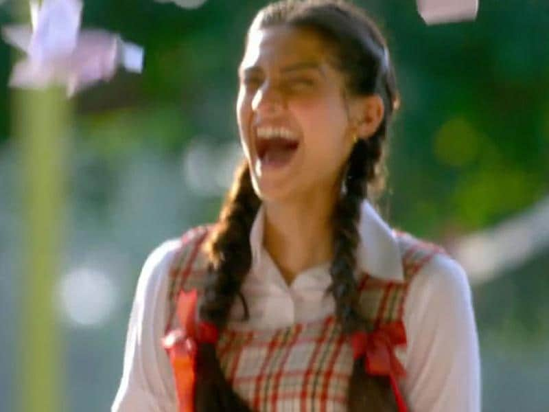 Sonam easily manages to pull off the cute, innocent image in Raanjhnaa teasers. Earlier, Sonam said that it was an incredible opportunity for her to be playing a young girl.