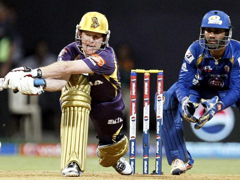Kolkata Knight Riders player Eoin Morgan plays a shot during the T20 match against Mumbai Indians at Wankhede Stadium in Mumbai. (Kunal Patil/HT)