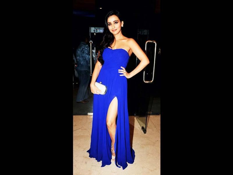 Actress Neha Sharma stuns in an electric blue gown as she poses for the photogs. (AFP Photo)