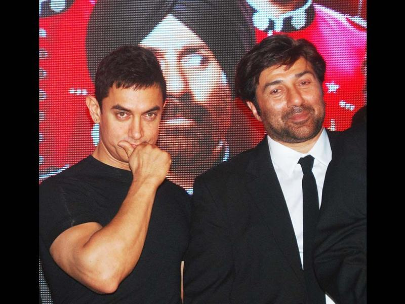 Bollywood actor Aamir Khan with Sunny Deol during the music launch of Yamla Pagla Deewana 2. (UNI Photo)