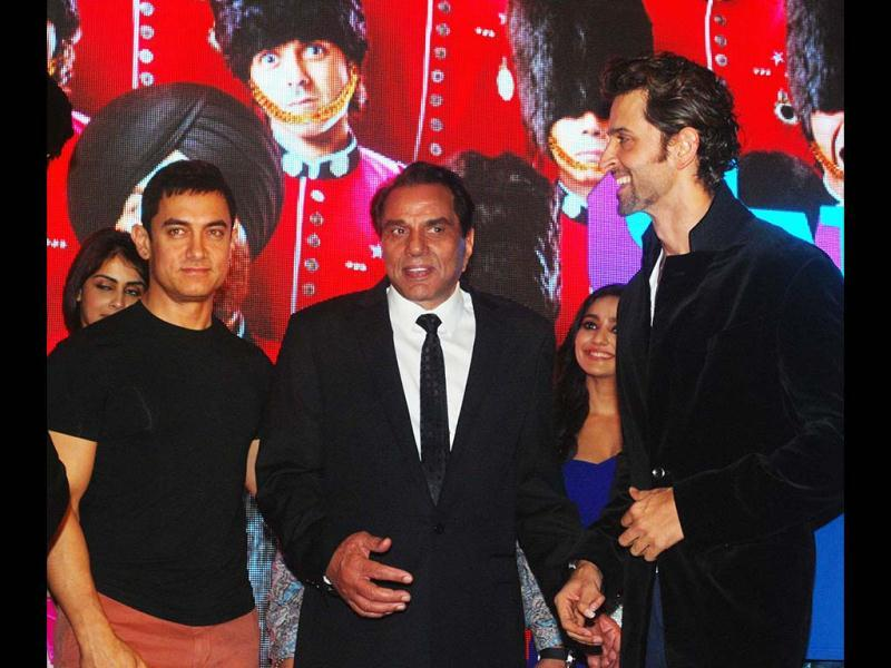 Aamir Khan, Dharmendra and Hrithik Roshan share a light moment during the music launch of Yamla Pagla Deewana 2. (UNI Photo)