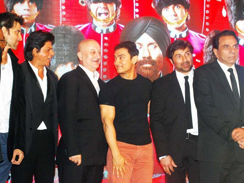 Bollywood actors Hrithik Roshan, Shah Rukh Khan, Anupam Kher, Aamir Khan, Sunny Deol and father Dharmendra pose during the music launch of their upcoming action comedy film Yamla Pagla Deewana 2 in Mumbai on May 7. (UNI Photo)