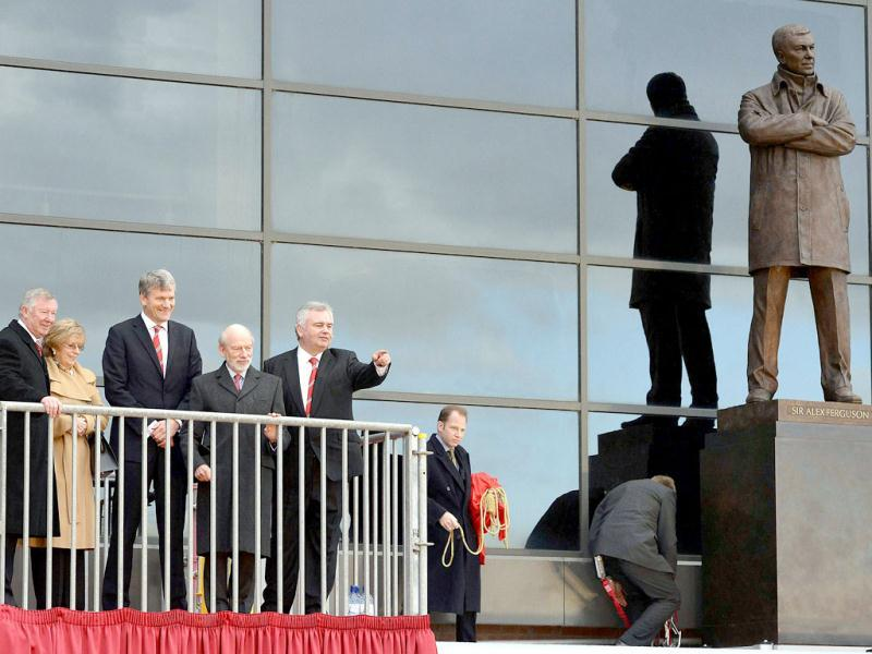 A picture taken on November 23, 2012, shows Manchester United's manager Alex Ferguson attends the unveiling of a statue commemorating his career at the club, with his wife Catherine (2ndL) at Old Trafford in Manchester. (AFP)