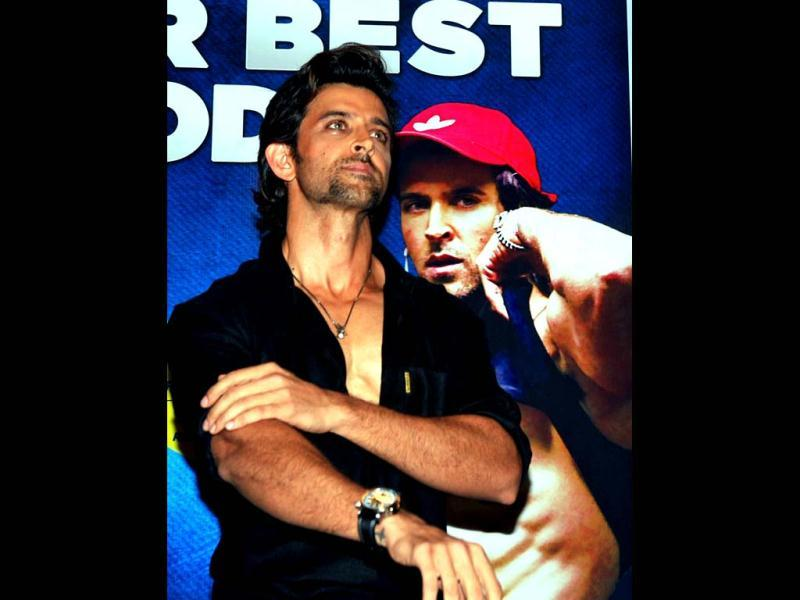 Bollywood actor Hrithik Roshan poses during the unveiling of author Kris Gethin's book Guide to Your Best Body in Mumbai on May 8, 2013. (AFP Photo)