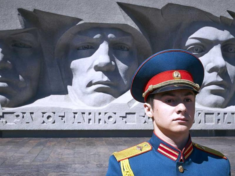An honour guard stands in front of a war monument during a ceremony marking during Victory in the southern Russian city of Stavropo. AFP PHOTO