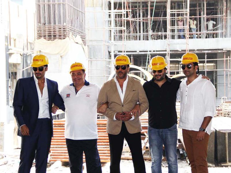 Arjun Kapoor, Rishi Kapoor, and Jackie Shroff pose with special hats for their film Aurangzeb.(UNI Photo)