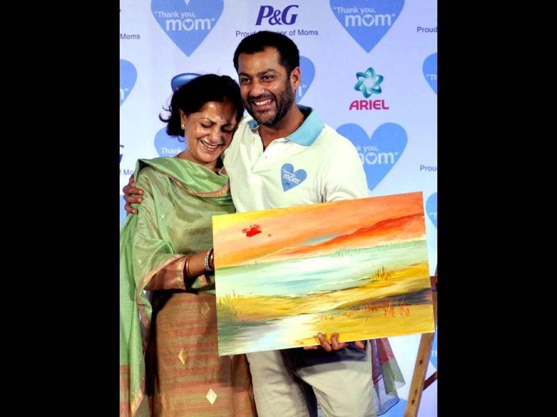 Now that's adorable! Director Abhishek Kapoor shows off a painting as he poses with his mother. (AFP Photo)