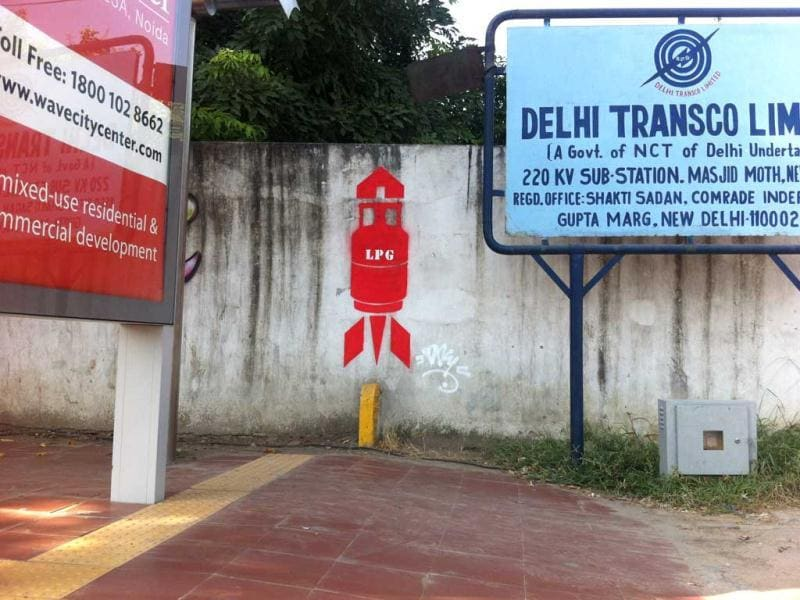 'LPG fuel hike' street art by Daku (Delhi)