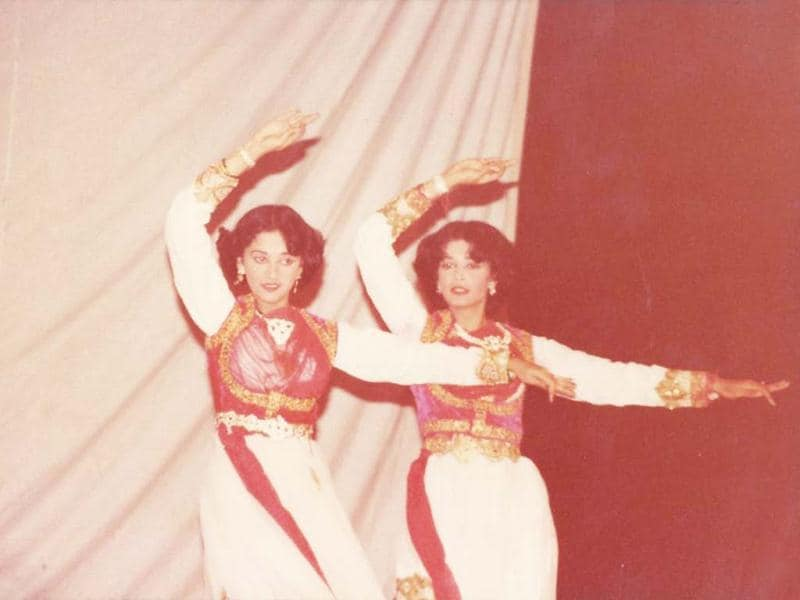 Madhuri Dixit dances with her sister during school days.(Photo courtesy: Facebook/MadhuriDixitNene)
