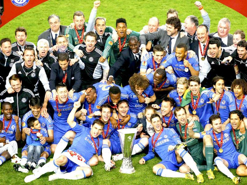 Chelsea's players and officials celebrate with the trophy after defeating Benfica in their Europa League final soccer match at the Amsterdam Arena. (Reuters)