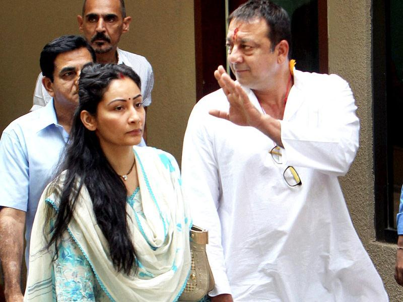 Sanjay Dutt accompanied by his wife Manyata leaving his residence to surrender before the TADA court in Mumbai on Thursday. (PTI Photo)