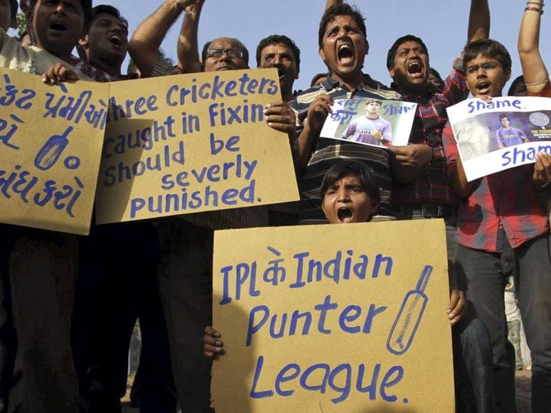 Cricket fans hold placards and shout slogans at a protest against spot-fixing of cricket. AP photo