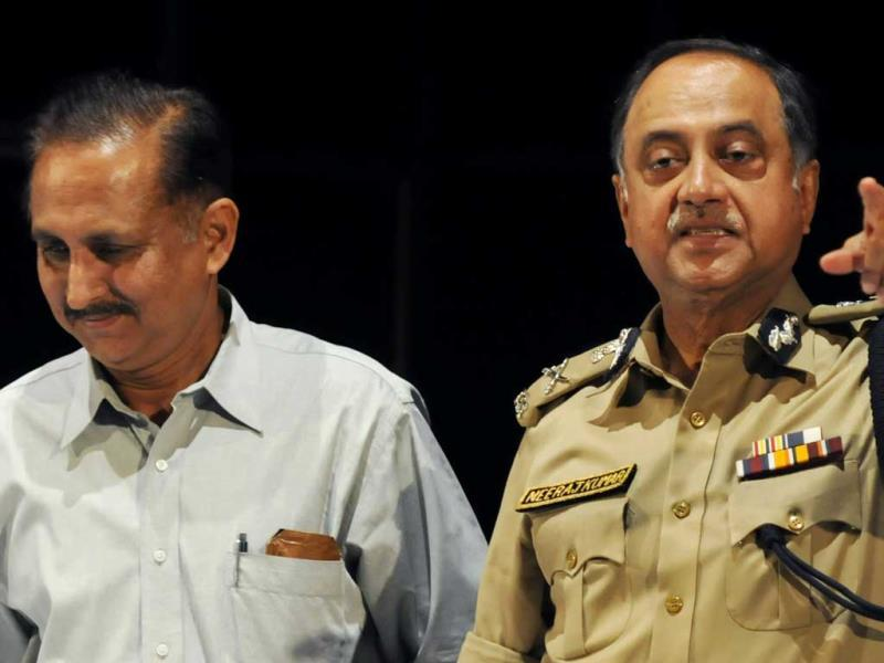 Delhi Police Commissioner Neeraj Kumar addresses the press on T20 league spot-fixing in New Delhi. HT photo/Sonu Mehta