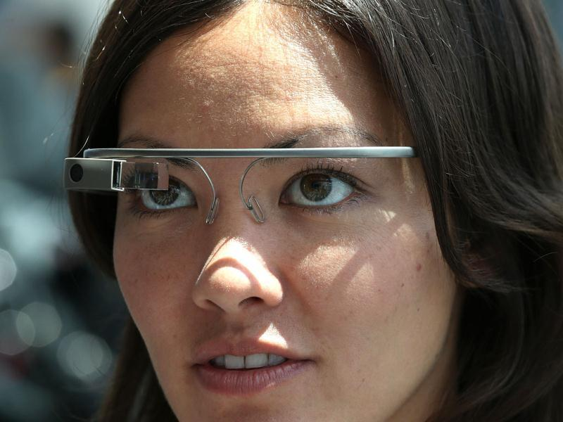 An attendee tries Google Glass during the Google I/O developer conference in San Francisco, California. (AFP Photo)