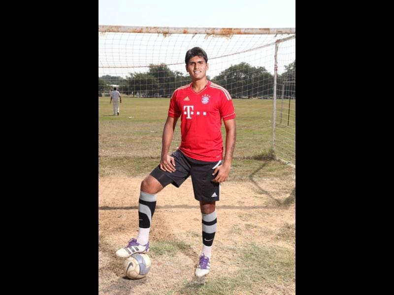 Have you had enough of working out in the gym? Well forget weight training. Here is our three-part series where young sportsmen show us how doing their exercises is enough to keep fit. In Part-2 of our series on sports fitness drills, former Delhi goalkeeper Pronoy Roy shows us his drills, toned down in intensity for our needs. A footballer runs anywhere between six to ten kilometres in a 90-minute game, so you could expect some running to do here. (Photo: Anil Chawla)