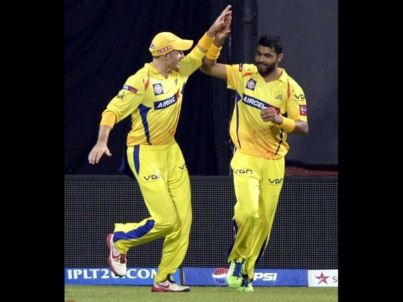 Chennai Super Kings Ravindera Jadeja and his team mates celebrate the wicket of Royal Challengers Bangalore batsman de Villiers during the T20 cricket match at M Chinnaswamy Stadium, Bangalore. (Mohd Zakir/HT)