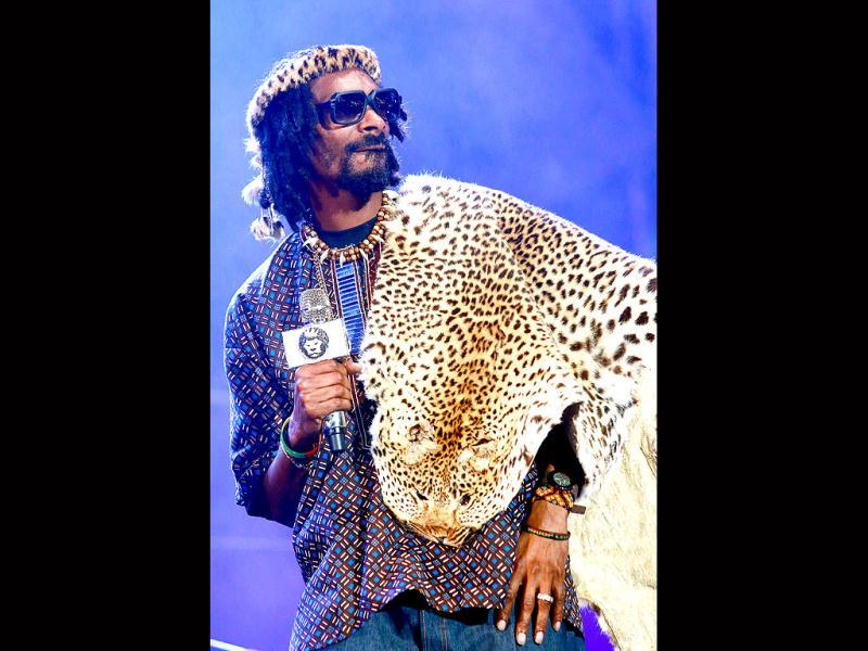 Hip Hop rapper Snoop Lion, aka Snoop Dogg dressed in traditional African garb performs on stage during the inaugural MTV All Africa Stars Concert held at the Moses Mabhida Peoples Park in Durban. (AFP Photo)