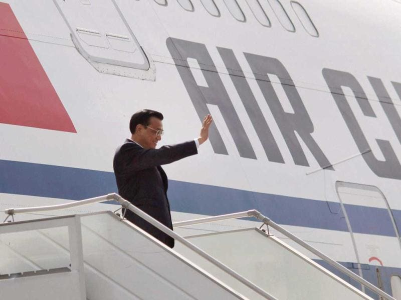 Chinese Premier Li Keqiang waves as he arrives at IGI airport in New Delhi on Sunday. PTI Photo