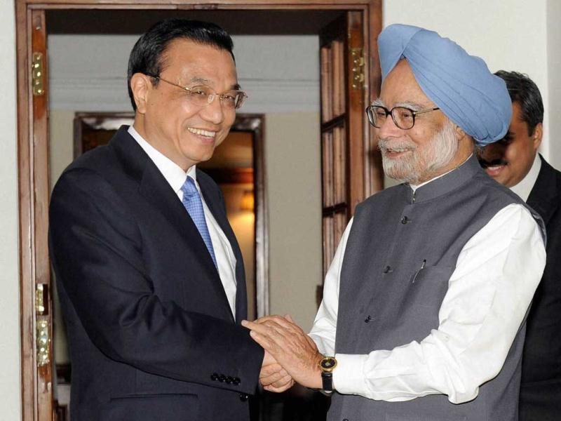 Prime Minister Manmohan Singh shakes hands with his Chinese counterpart Li Keqiang in New Delhi. PTI Photo
