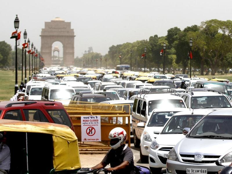 Massive traffic jam at Rajpath in front of India Gate as the Tibetans protested against Chinese Premier Li Keqiang's visit in New Delhi. HT Photo/Jajseet Plaha