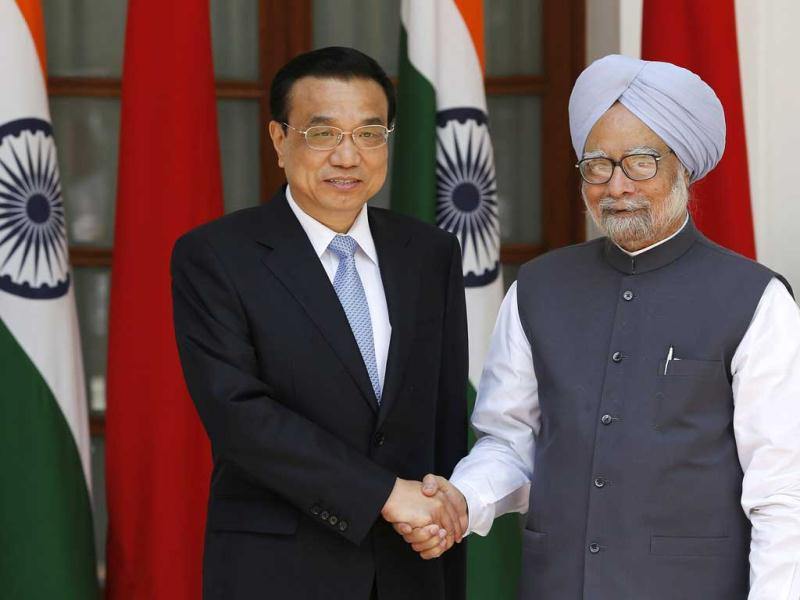 Chinese Premier Li Keqiang (L) shakes hands with India's Prime Minister Manmohan Singh during a photo opportunity ahead of their meeting at Hyderabad House in New Delhi. Reuters
