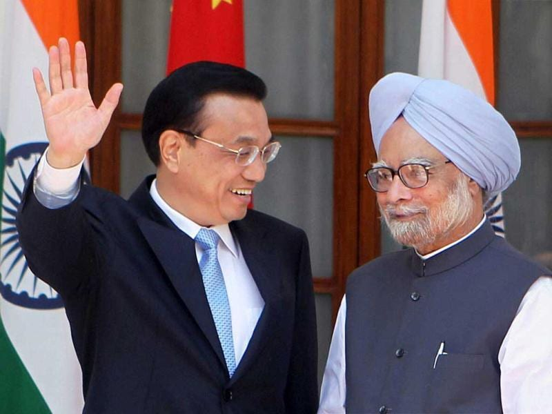 Prime Minister Manmohan Singh and Chinese Premier Li Keqiang at a joint press conference after a meeting at Hyderabad House in New Delhi. PTI Photo
